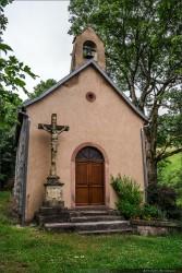Chapelle et sa grotte de Lourdes près de la maison